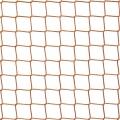 Siatka zabezpieczająca zwierzęta Mocna siatka o wymiarach oczek 4,5 cm x 4,5 cm i grubości siatki 3 mm doskonale sprawdzi się przy zabezpieczeniu nawet zwierząt małych rozmiarów. Z powodzeniem może być zamontowana na zewnątrz, gdyż polipropylen jest odporny na wszelkie uszkodzenia, odkształcenia czy pogorszenie struktury pod wpływem zmieniających się warunków pogodowych. Siatka zabezpieczy przed wtargnięciem innych zwierząt na ogrodzony teren, a także zabezpieczy te ochraniane przed ucieczką, co stanowi dużą wygodę dla właściciela.