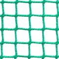 Siatki Lublin - Siatki Ochronne - małe oczko Siatka ochronna posiadająca bardzo drobne oczka o wymiarach 2 x 2 cm oraz sznurku grubości 2 mm. Jest to jedna z siatek o najmniejszym rozmiarze oczek, co gwarantuje ochronę nawet przed niewielkimi przedmiotami. Dzięki swojej gęstości produkt ten jest wytrzymały, trwały, a także elastyczny i miękki. Sprawdzi się on wszędzie, gdzie występuje obawa o bezpieczeństwo osób, miejsc lub danych obiektów. Siatka jest na tyle lekka, że nie sprawia żadnego kłopotu w transporcie i montażu. Można ją wykorzystywać zarówno w budynkach, jak i na zewnątrz.